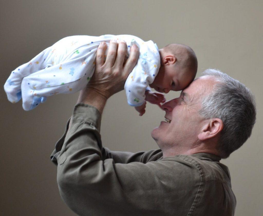 Дедушка с внучком