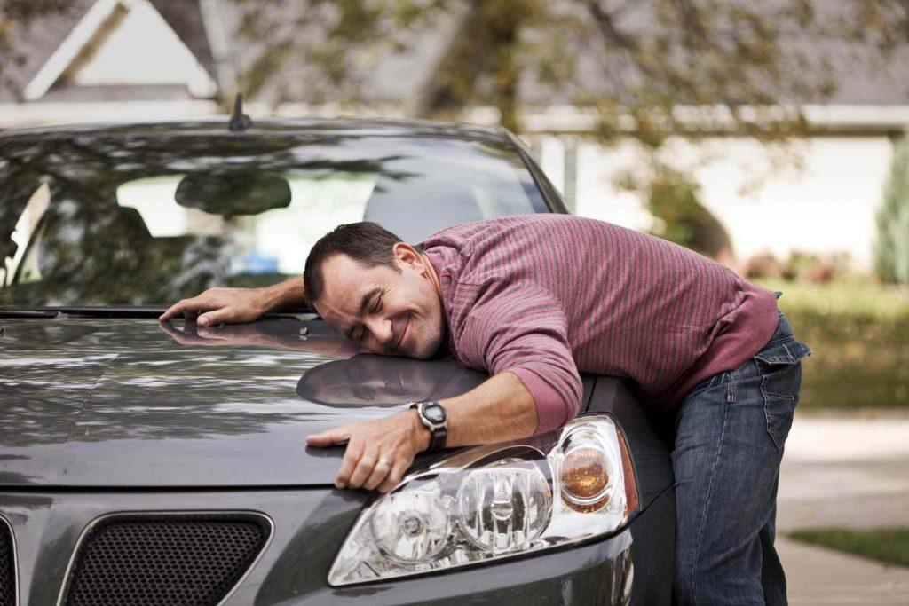 Довольный автовладелец