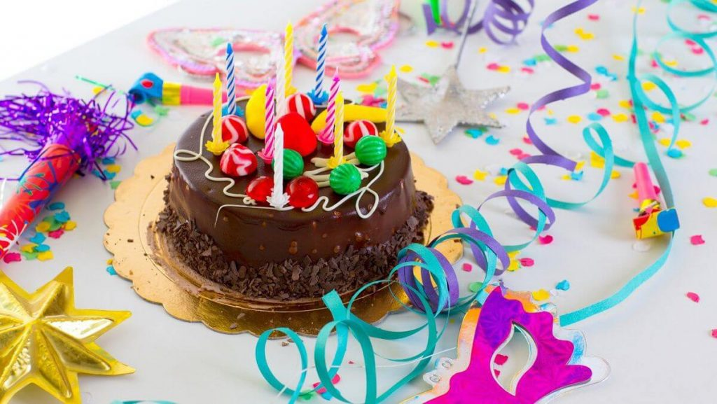 Торт со свечами с днем рождения мужчине