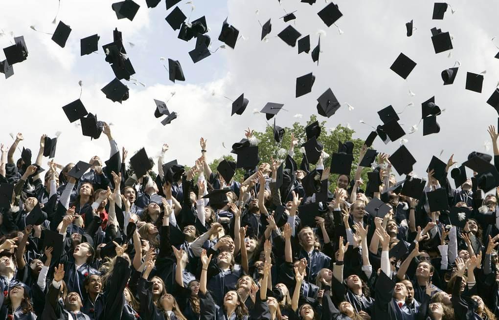 Празднование получения диплома