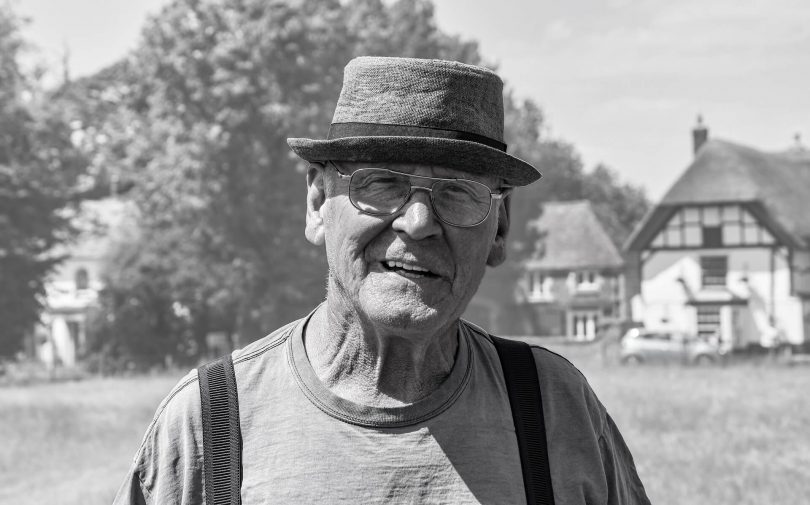Пожилой мужчина в шляпе